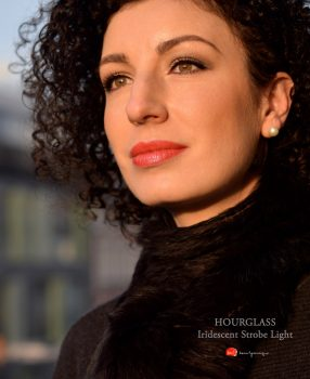 hourglass-ambient-iridescent-strobe-light-makeup