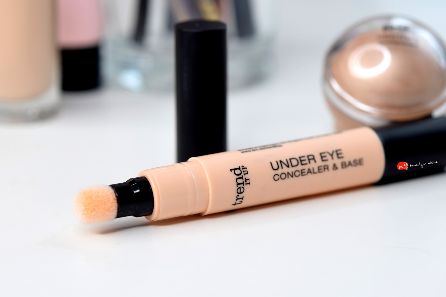 Trend-it-up-under-eye-concealer-&-base-020