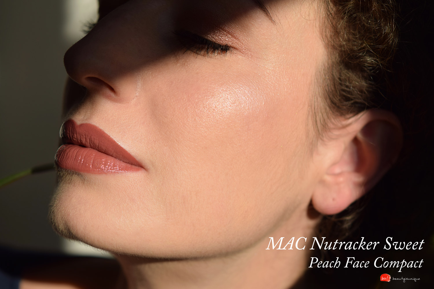 Mac-nutcracker-sweet-peach-face-compact