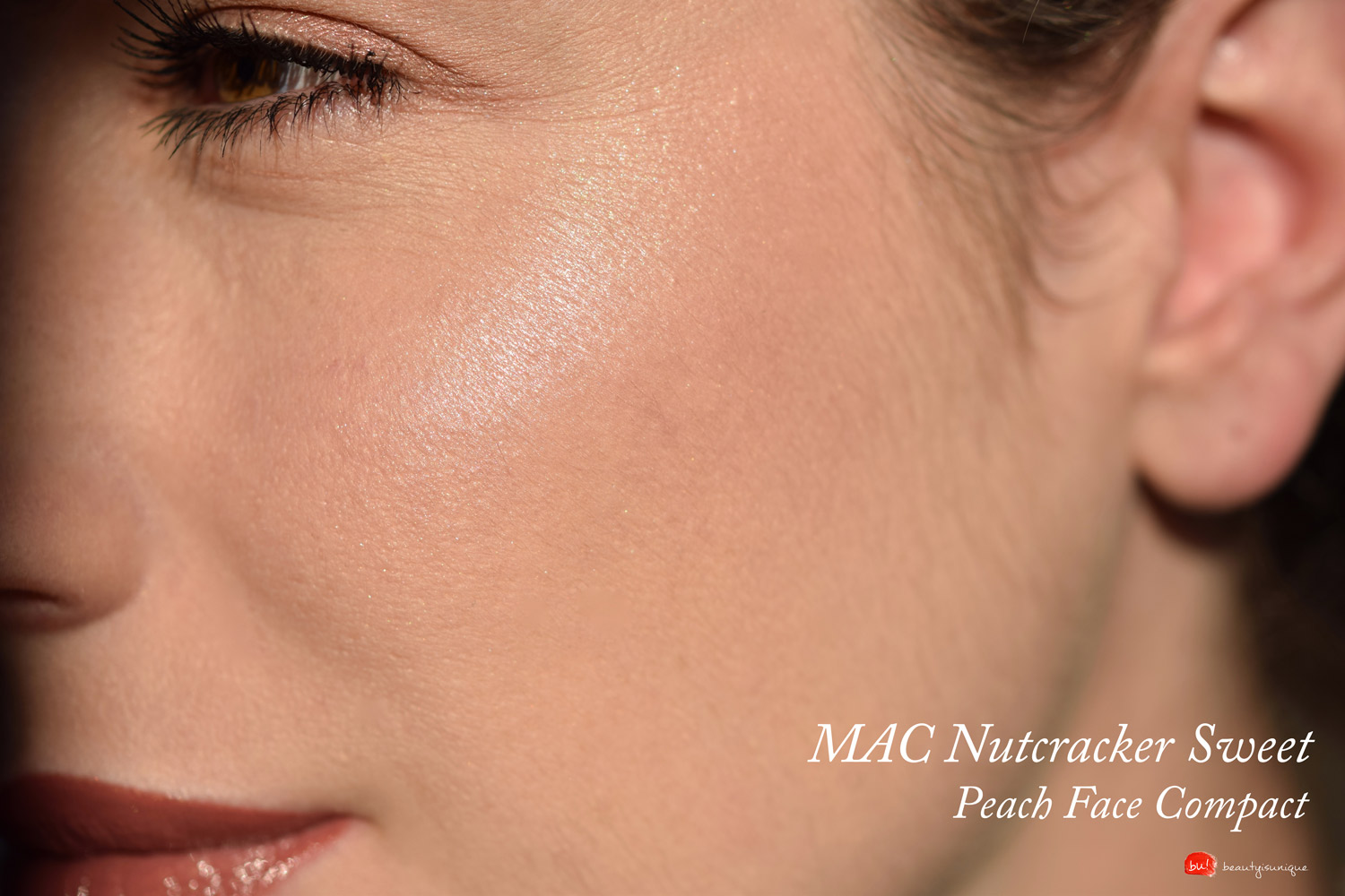 mac-nutracker-sweet-peach-face-compact