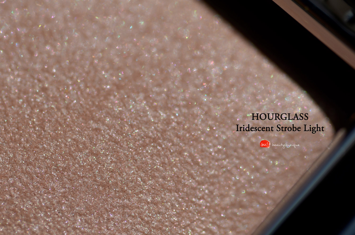 hourglass-ambient-iridescent-strobe-light