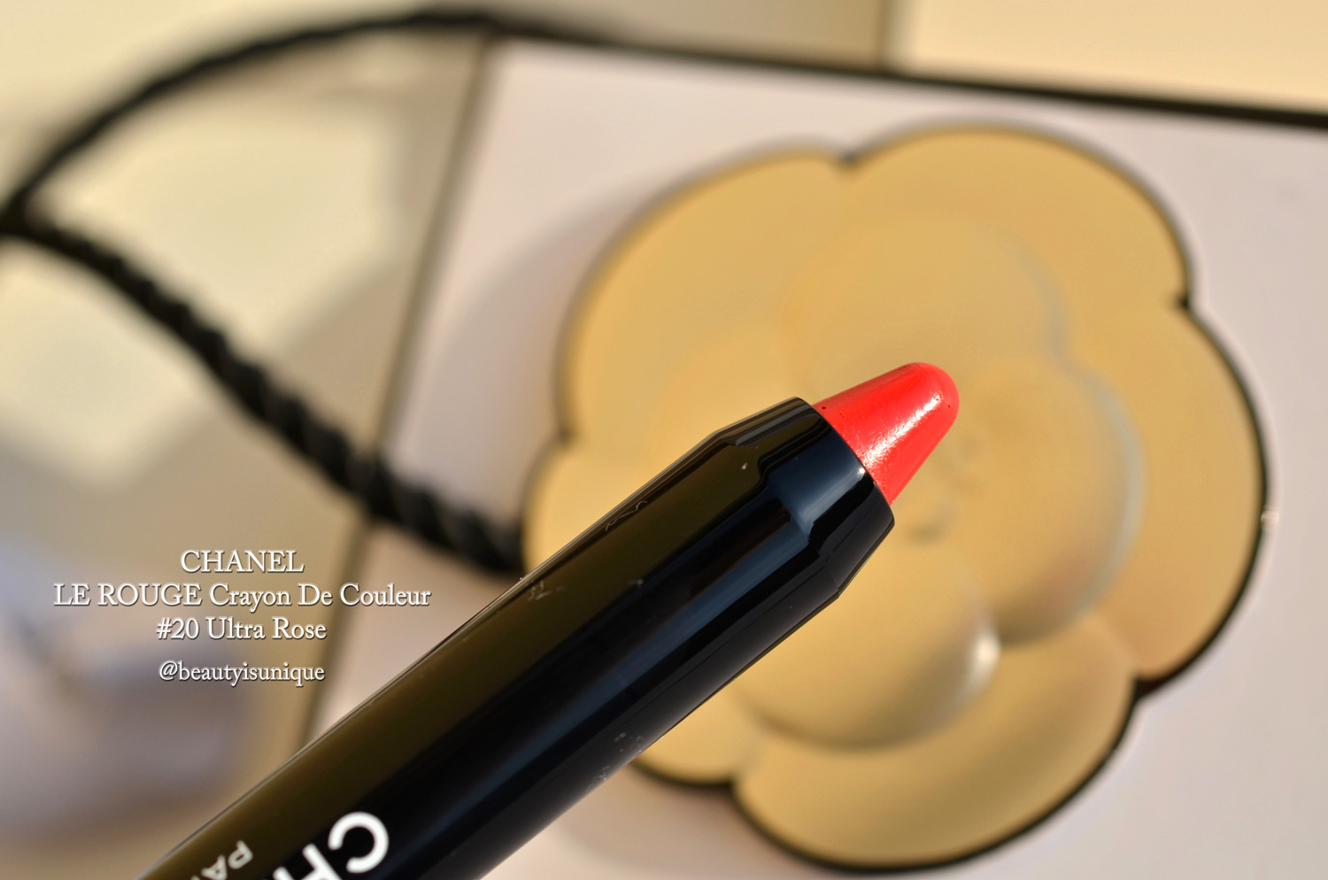 Chanel-les-beiges-eyeshadow-palette-light-swatcheschaneljumbo-longwear-lip-crayon-ultra-rose