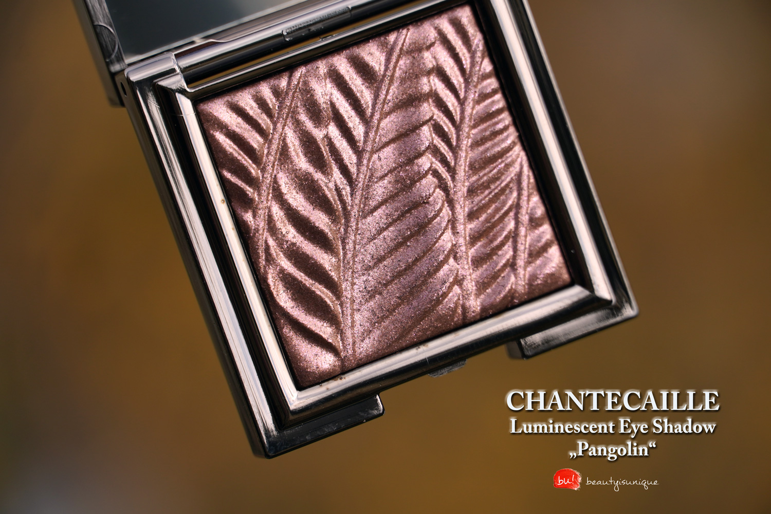 chantecaille-luminescent-eye-shadow-pamgolin