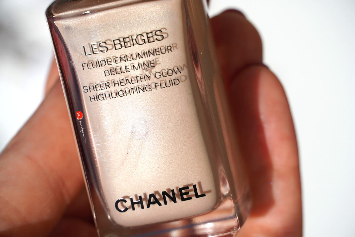 Chanel-les-beiges-sheer-healthy-glow-highlighting-fluid
